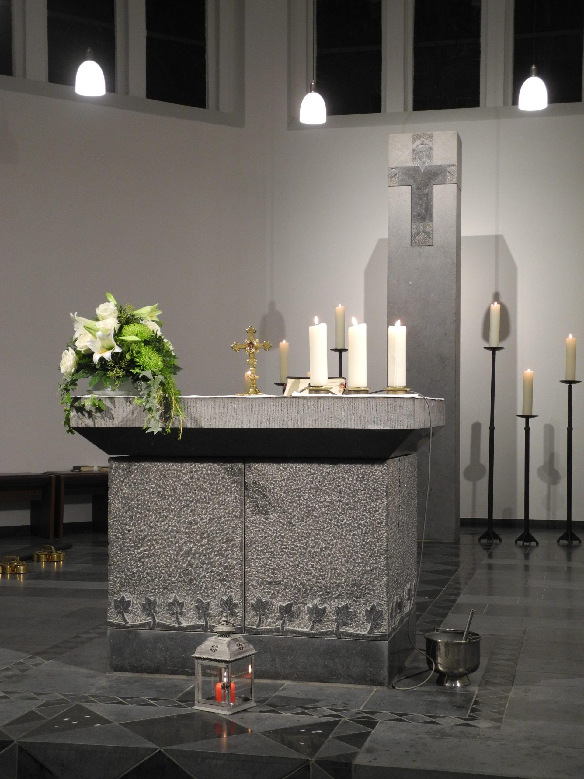 Altarraum, Hlg. Kreuz, Ichendorf, Belgisch Granit, 1994