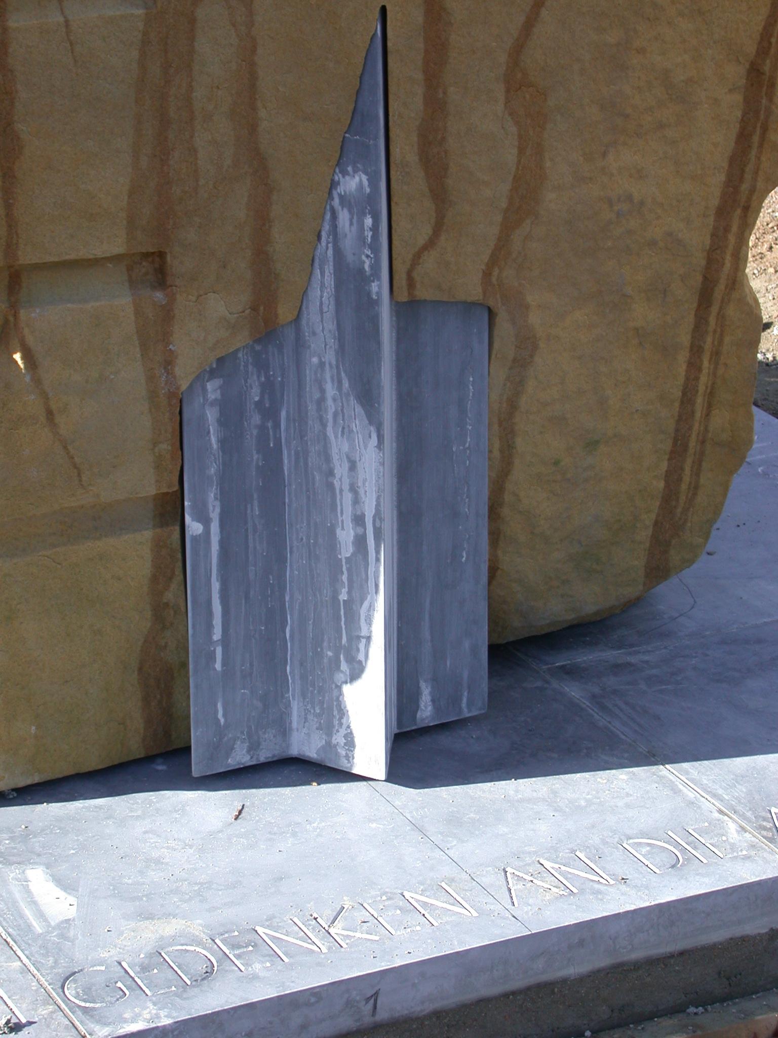 Mahnmal, Detail-Sterndurchdringung, Herzogenrath, Sandstein, Belgisch Granit, 2004
